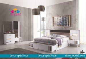 غرفة نوم مودرن باللون الابيض و سرير و 2 كومودينو و تسريحه