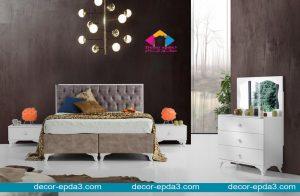 غرفة نوم مودرن باللون الابيض و تسريحه و سرير و 2 كومودينو