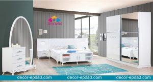 غرفة نوم مودرن باللون الابيض و تسريحه و دولاب و 2 كومودينو و سرير