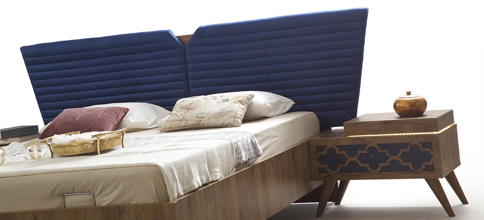 كومودينو و سرير باللون البني و الكحلي